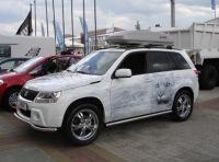 Тюнинг и аэрография Suzuki Grand Vitara белого цвета